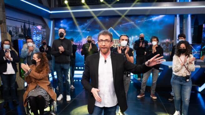 El presentador de 'El Hormiguero', Pablo Motos, acompañado de su equipo en su regreso.