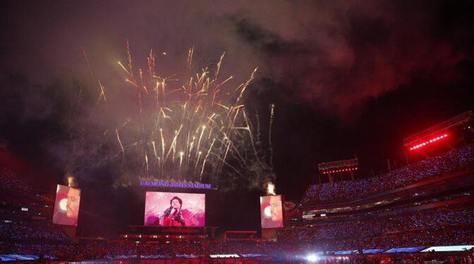El impactante 'show' de la Super Bowl más sombría de la historia, en imágenes