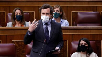 """Espinosa de los Monteros le dice a Carmen Calvo que la llamará como le """"dé la gana"""""""