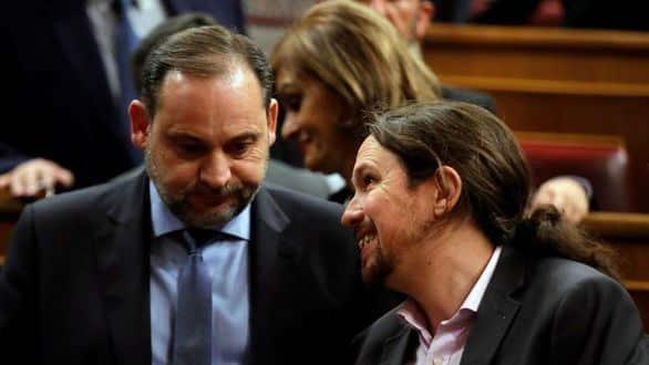 José Luis Ábalos y Pablo Iglesias charlan en el Congreso