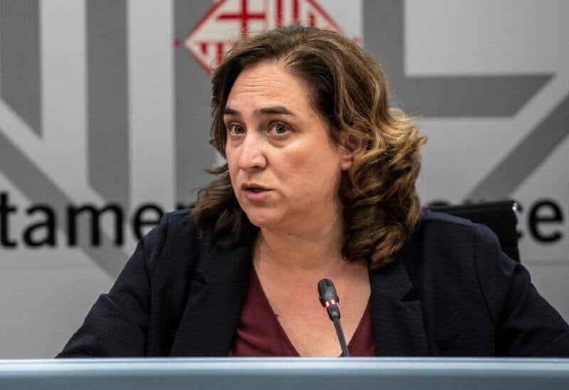 La alcaldesa de Barcelona Ada Colau en una rueda de prensa