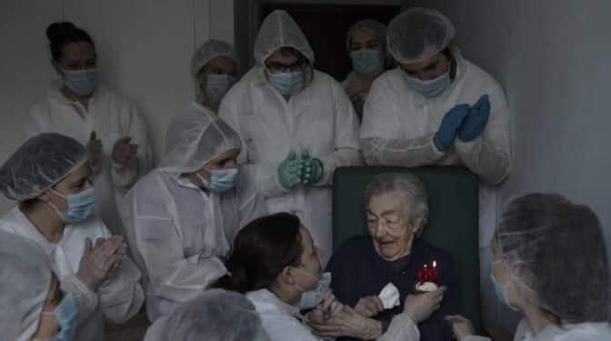 "Brais Lorenzo, autor de la mejor foto del Covid: ""Refleja un momento de esperanza"""