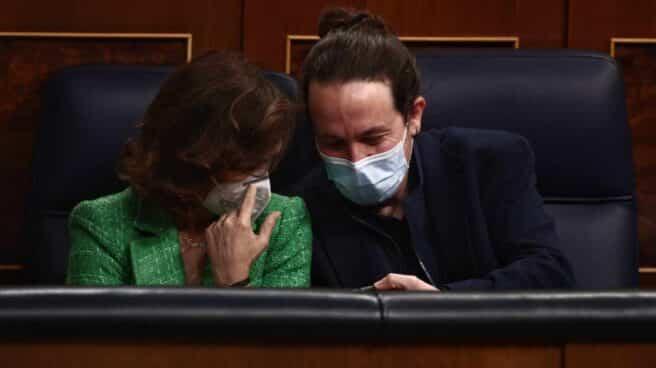 Carmen Calvo y Pablo Iglesias, en el Congreso.