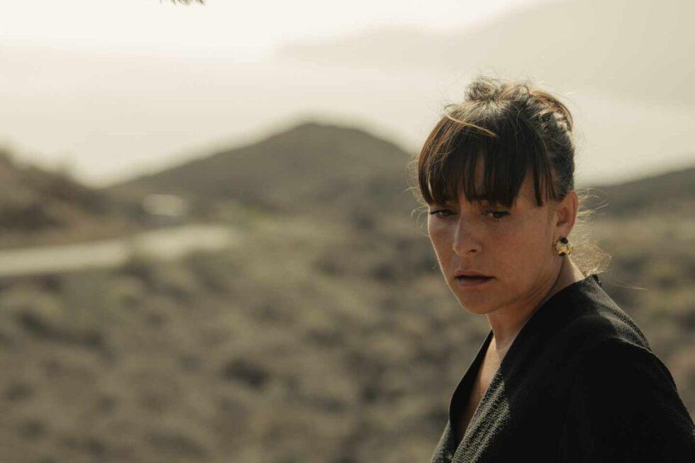 La actriz Candela Peña en un paraje volcánico de la Isla del Hierro