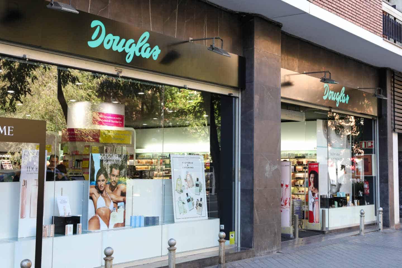 El escaparate de una tienda Douglas.