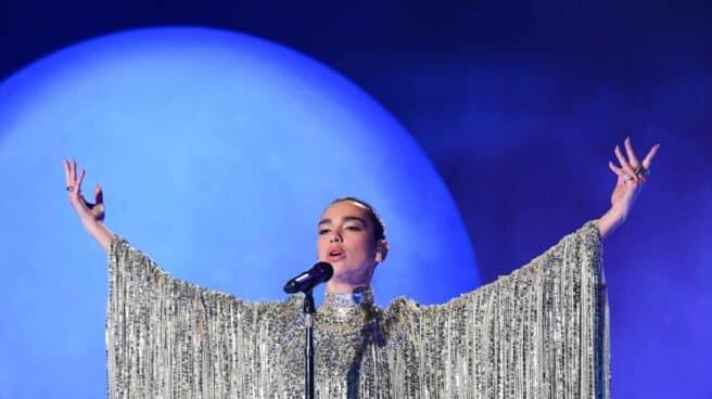 Dua Lipa en un concierto en Londres