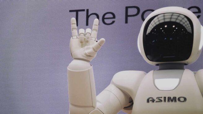 Un robot realizando un saludo