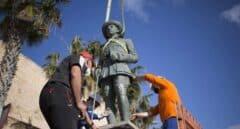 Retirada de la estatua de Franco en Melilla, la última que quedaba en España dedicada al dictador
