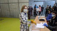 Los políticos catalanes votan marcados por las franjas del covid