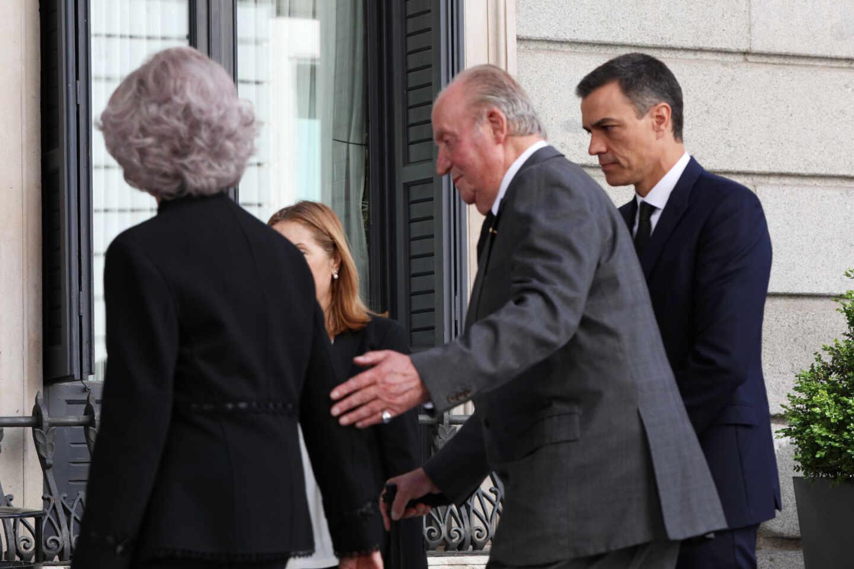 Pedro Sánchez junto al Rey Juan Carlos y Doña Sofía.