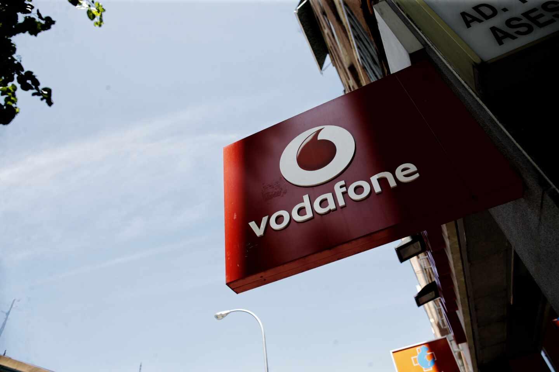 Logotipo de una tienda de Vodafone en España