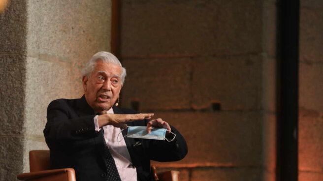 El escritor Mario Vargas Llosa durante su discurso en el Premio Francisco Umbral al Libro del Año 2019.