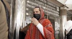 Rafael Amargo acude a los juzgados junto a su pareja a firmar, en Madrid