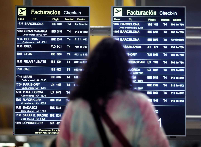 Viajeros en la terminal T4 del Aeropuerto Adolfo Suárez