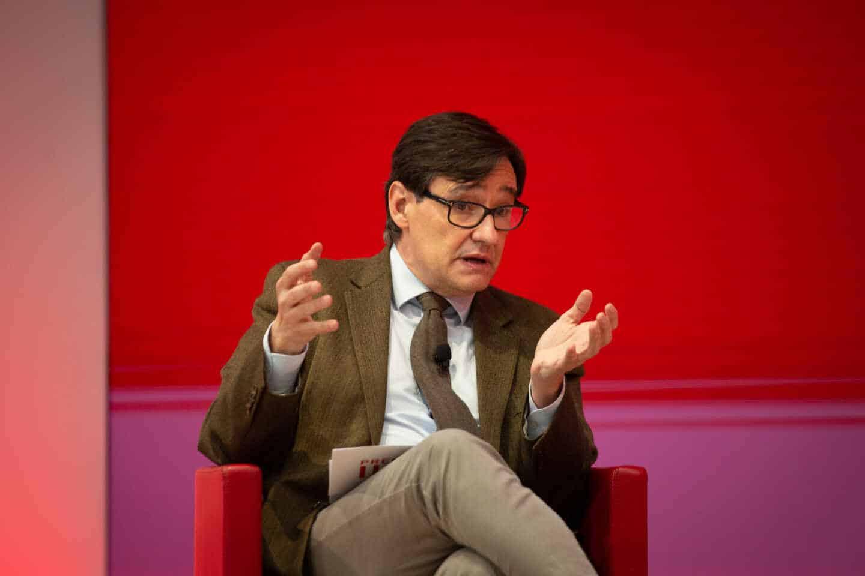 El candidato del PSC a las elecciones catalanas del 14-F, Salvador Illa interviene en un encuentro digital acompañado de la ministra de Asuntos Económicos y Transformación Digital, Nadia Calviño en la sede del PSC, en Barcelona