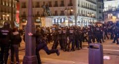 Dos detenidos por la agresión con un palo a una policía en los disturbios en Madrid a favor de Pablo Hasél