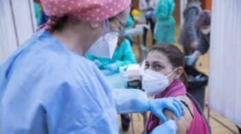 El sobrecoste de no vacunar a menores de 60 con AstraZeneca y Janssen: hasta 650 millones de euros