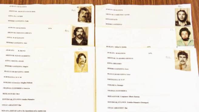 Varias de las fichas de candidatos a ingresar en ETA que forman parte del archivo de la banda.