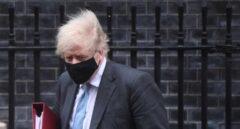 """Johnson anuncia una desescalada con viajes internacionales """"como pronto"""" el 17 de mayo"""