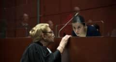 'La chica del brazalete', una adolescente a juicio por partida doble