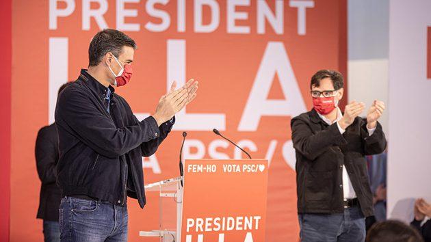 Pedro Sánchez y Salvador Illa en un acto de campaña de las elecciones catalanas