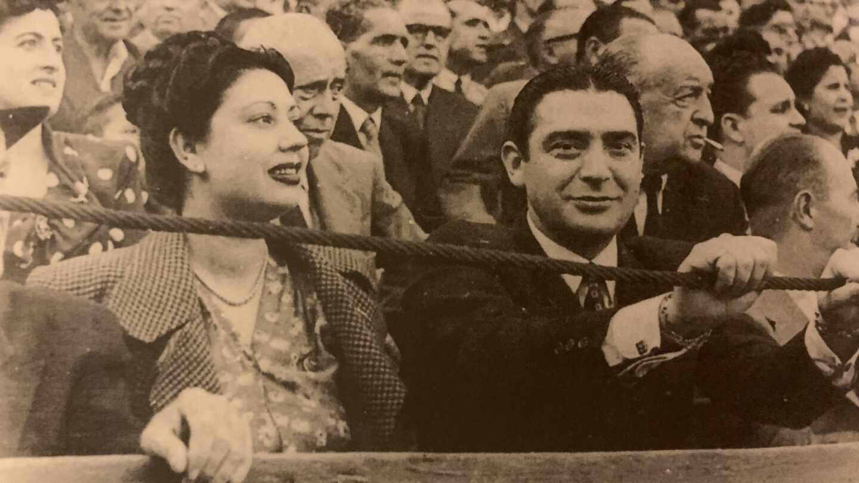 La cantante Carmen Morell y Pepe Blanco en una plaza de toros