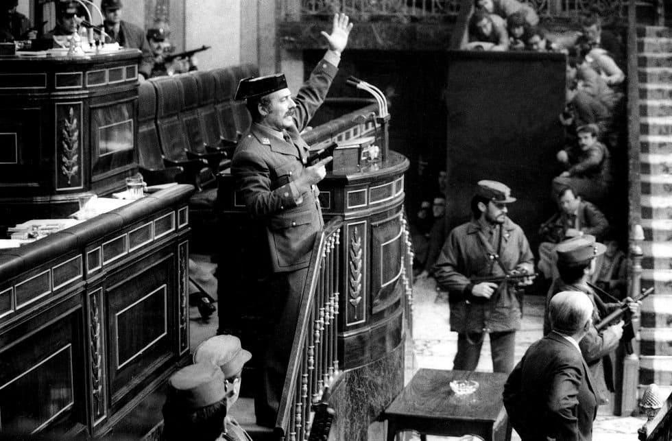 El teniente coronel Antonio Tejero, durante el intento de Golpe de Estado del 23F en el Congreso de los Diputados