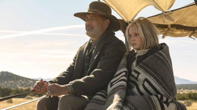 El actor Tom Hanks y la actriz Helena Zengel en 'Noticias del gran mundo'