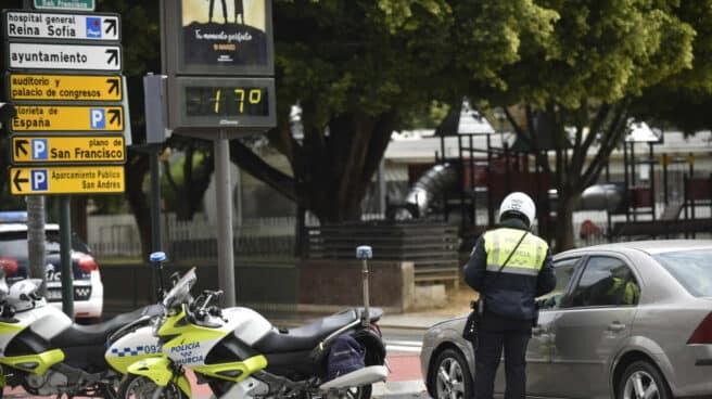 Un agente de la Policía Nacional en Murcia
