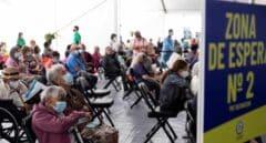 """Galicia volverá a citar a los mayores de 80 años que rechazaron vacunarse: """"Tenemos que convencerlos"""""""