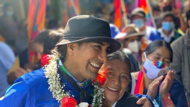 Yaku Pérez, candidato de Pachakutik, con sus seguidores en la marcha contra el fraude