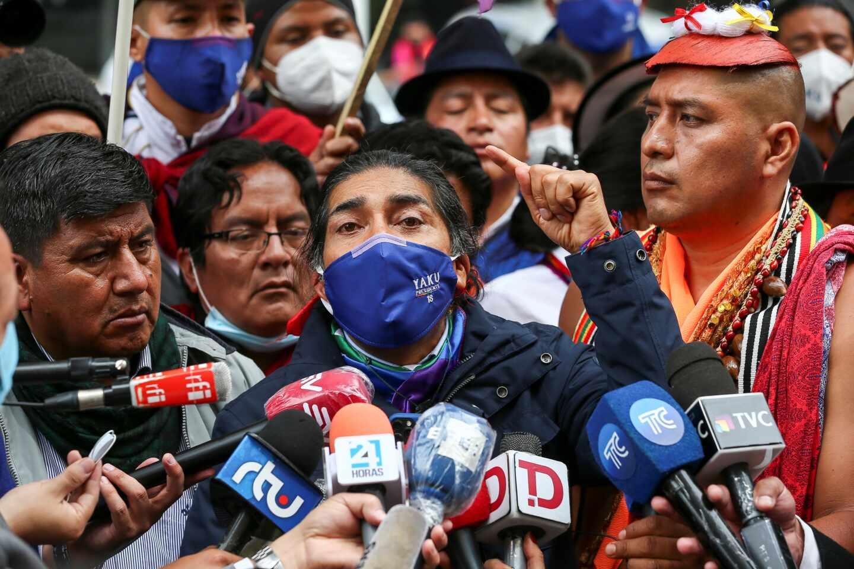 El candidato ecuatoriano Yaku Pérez, ecologista, se dirige a los medios tras la primera vuelta electoral