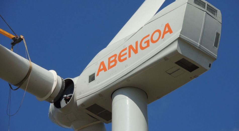 Un aerogenerador de Abengoa en Andalucía.
