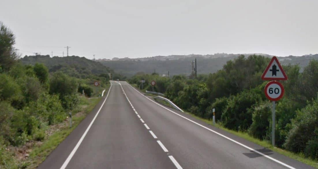 Carretera de Mahón a Fornells, en la isla de Menorca.