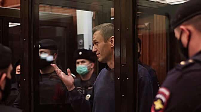 La UE responde a Rusia que no cabe comparación entre Navalni y los presos independentistas
