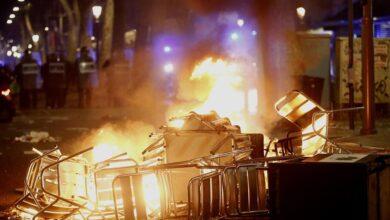 Saquean un Decathlon en Barcelona en las protestas por Pablo Hasel