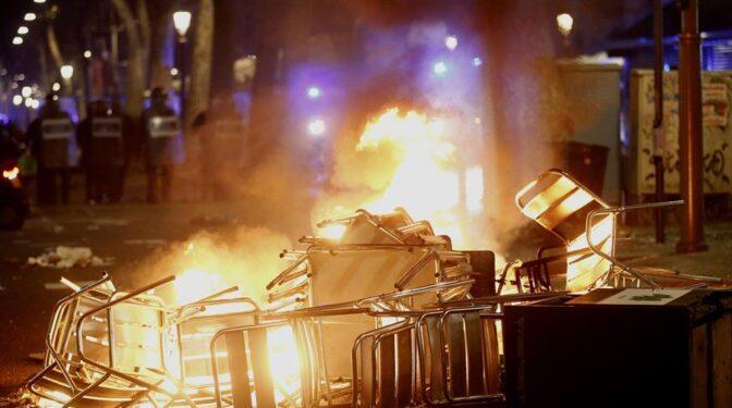 Colau rechaza los destrozos causados en los altercados y apoya a la policía