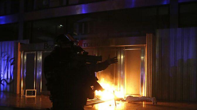 Más saqueos y ataque a la Bolsa de Barcelona en la quinta noche de disturbios por Pablo Hasel