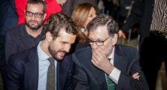 El líder del PP, Pablo Casado, junto al ex presidente del Gobierno, Mariano Rajoy