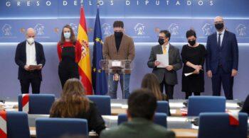 """Los socios del Gobierno se niegan a usar el castellano en el Congreso y piden romper con el """"régimen del 78"""""""