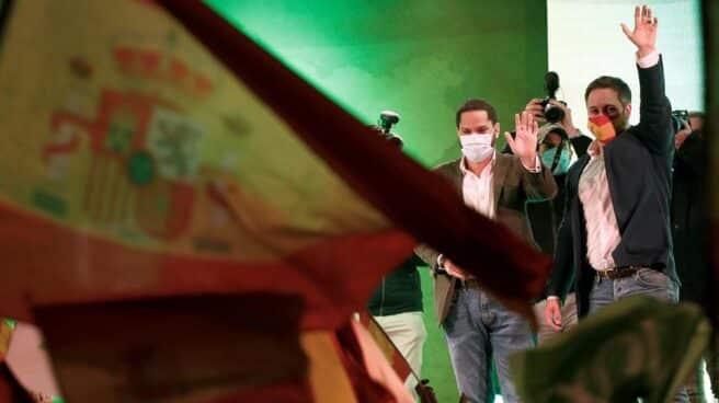 Ignacio Garriga y Santiago Abascal, en el mitin final de Vox en Cataluña.