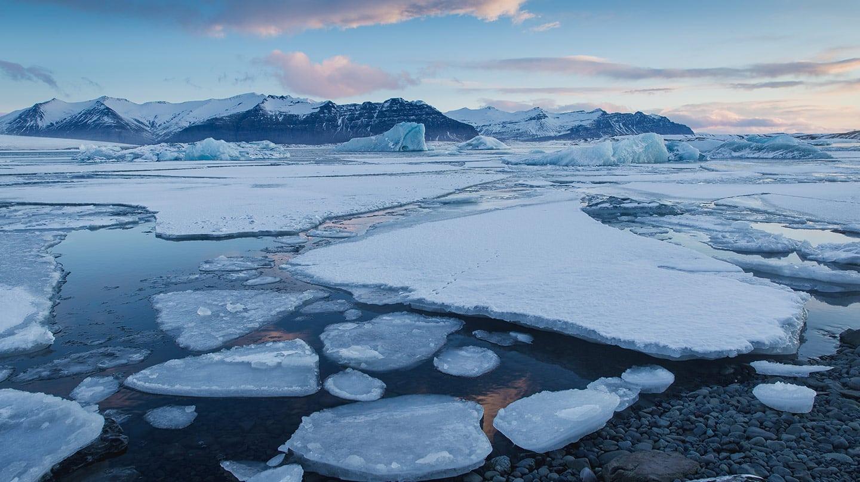 Deshielo en Groenlandia por el calentamiento del planeta.