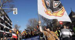 Varias personas participan en una marcha neonazi en Madrid (España), este sábado.