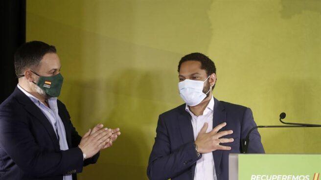 Ignacio Garriga, junto a Santiago Abascal en un mitin de campaña.