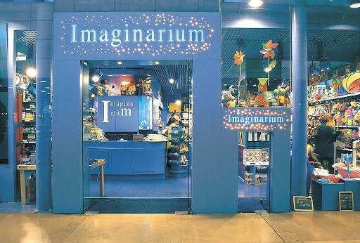 Accesos de una tienda de Imaginarium.