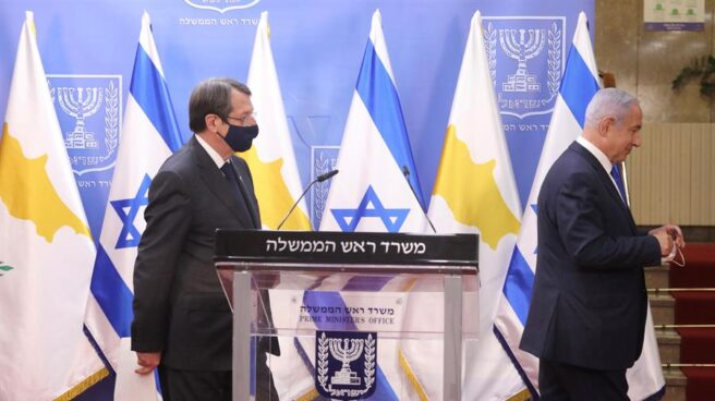 Nicos Anastasiades (i) y Benjamin Netanyahu, tras su comparecencia conjunta.