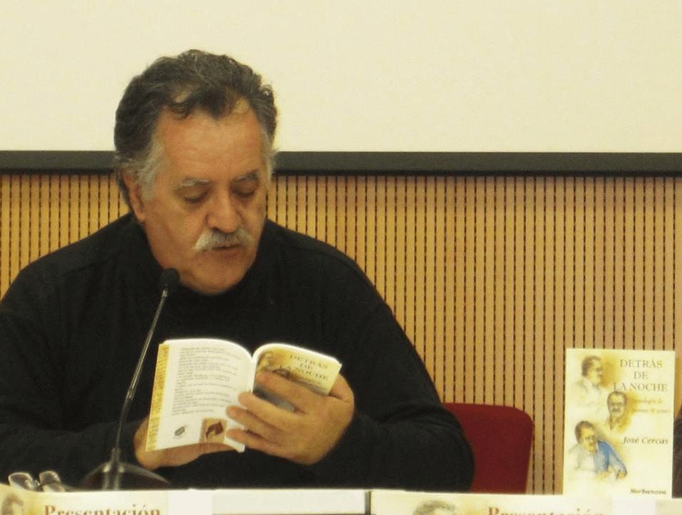 El poeta José Cercas en la presentación de un libro