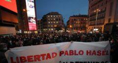 Cientos de personas concentradas en la plaza de Callao de Madrid.