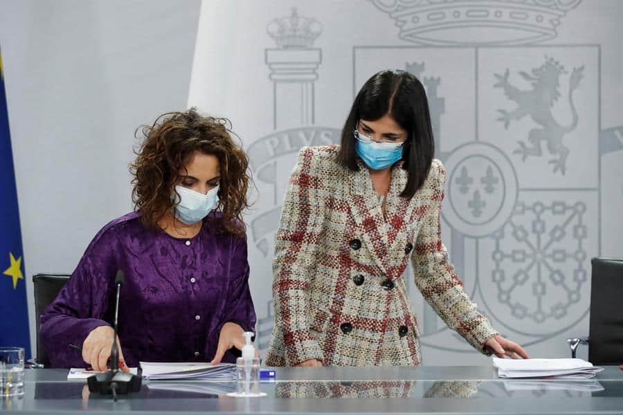 María Jesús Montero y Carolina Darias, en la rueda de prensa posterior al consejo de ministros.