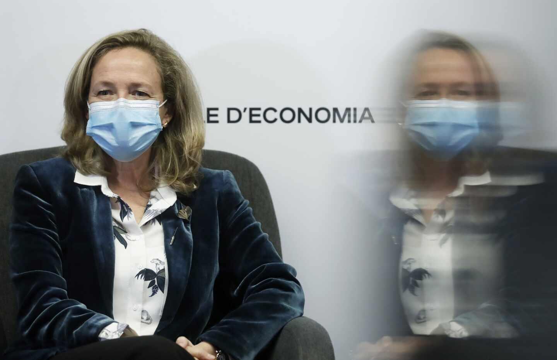La vicepresidenta tercera del Gobierno y ministra de Asuntos Económicos y Transformación Digital, Nadia Calviño, durante su intervención en el Cercle d'Economia.